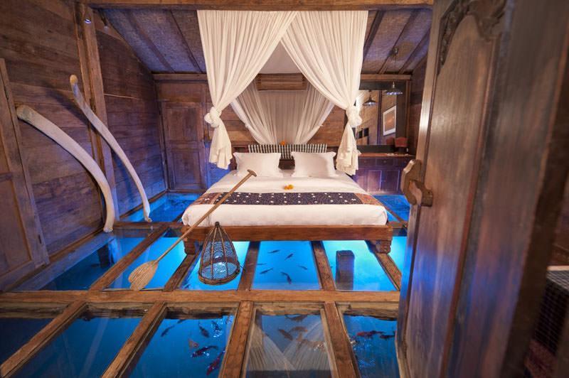 ویلایی با کف شیشه ای در بالی