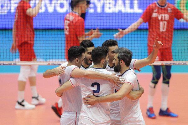تیم ملی والیبال ایران در صندلی پنجم ایستاد