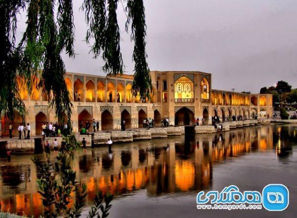 زیباترین پل ایران در کجا واقع شده است؟
