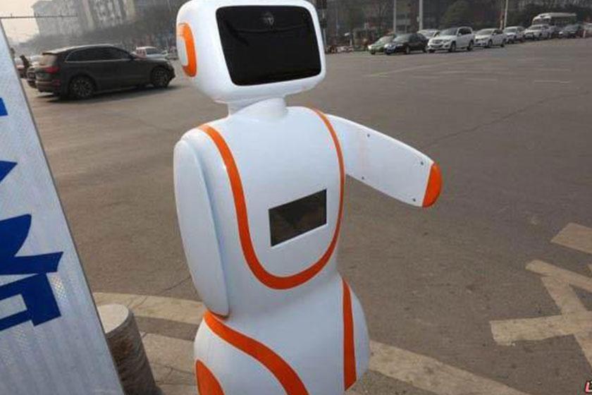 روبات پلیس درشیانگ یانگ چین