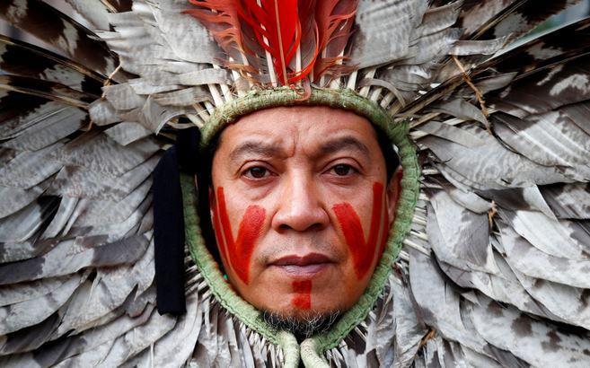تصاویر روز: از حرکت نمادین یک سرخپوست در اعتراض به نابودی جنگل های آمازون تا ادامه اعتراضات در عراق و هنگ کنگ