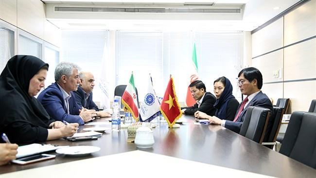 لزوم تسهیل صدور ویزا و برقراری روابط بانکی میان ایران و ویتنام