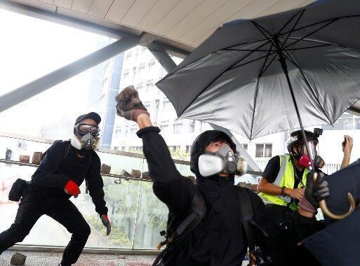هرج و مرج هنگ کنگ را فلج کرد