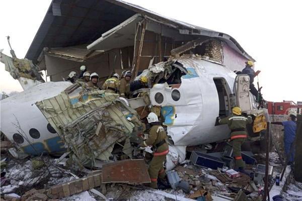هواپیمای مسافربری در قزاقستان با 100 سرنشین سقوط کرد