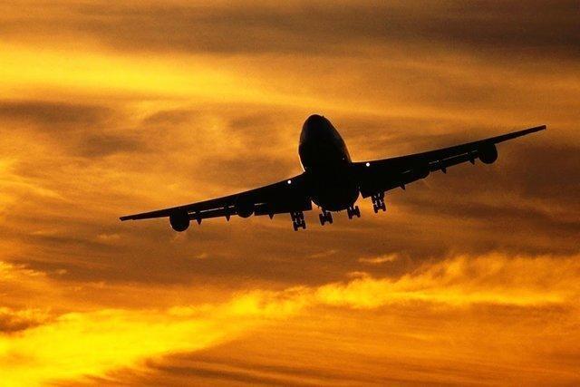 چرا هواپیماها برای مسافران چتر نجات ندارند؟