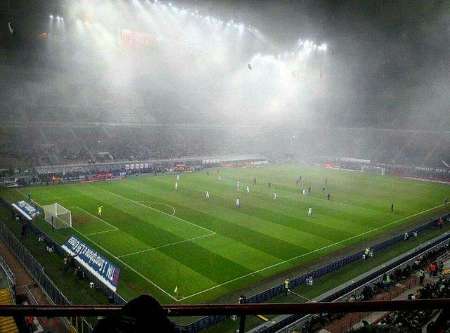 توقف میلان در استادیوم مه آلود سن سیرو