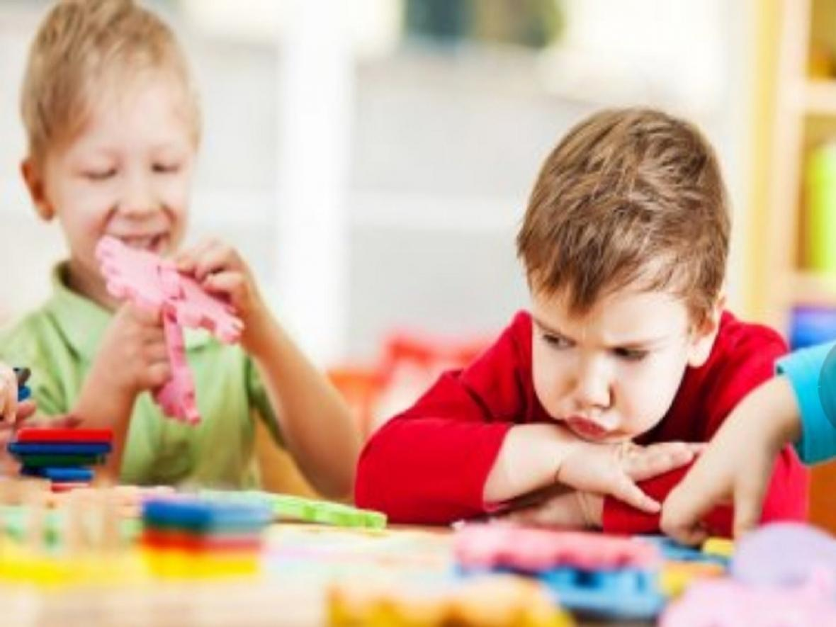 چگونه با بچه ها اوتیستیک ارتباط برقرار کنیم؟