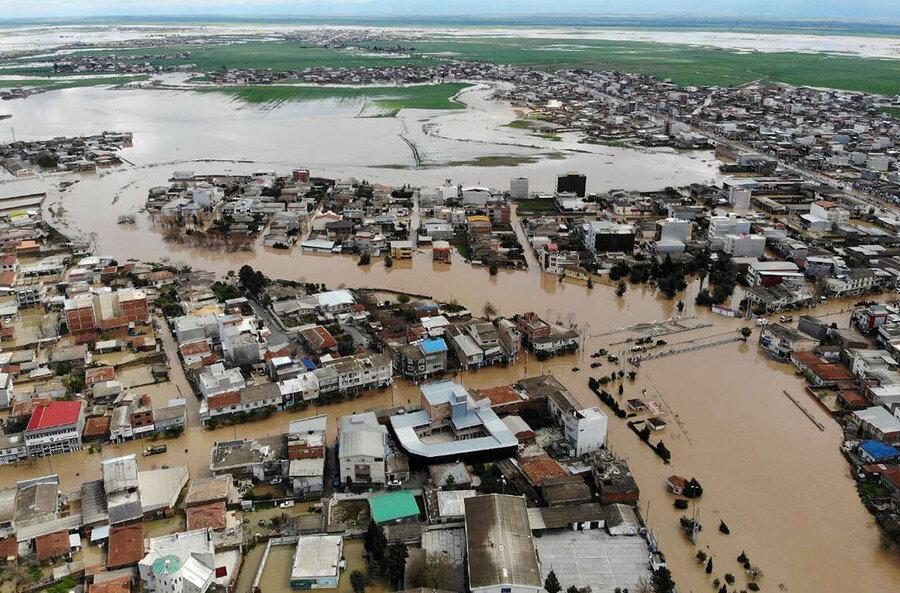 فیلم ، جنوب کرمان زیر آب رفت ، 15 هزار نفر در رودبار جنوب در محاصره سیل