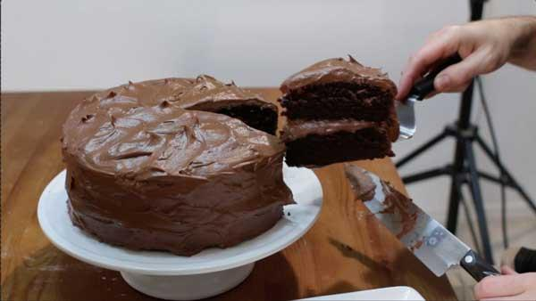 طرز تهیه کیک خیس بدون فر