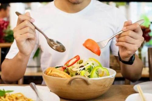 تعادل و تنوع باید همواره در برنامه غذایی روزانه رعایت شود