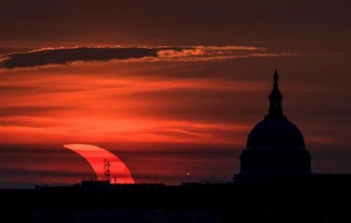 عکس های تماشایی نخستین خورشیدگرفتگی سال 2021 را ببینید